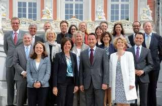 Les membres du gouvernement luxembourgeois avec le Conseil des ministres de Rhénanie-Palatinat.