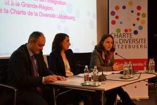 , (de g. à dr.): Patrick Goldschmidt, échevin responsable de la Ville de Luxembourg; Nancy Thomas, directrice de l'IMS Luxembourg, et représentant le Comité pour la Charte de la diversité Lëtzebuerg, Corinne Cahen, ministre de la Famille