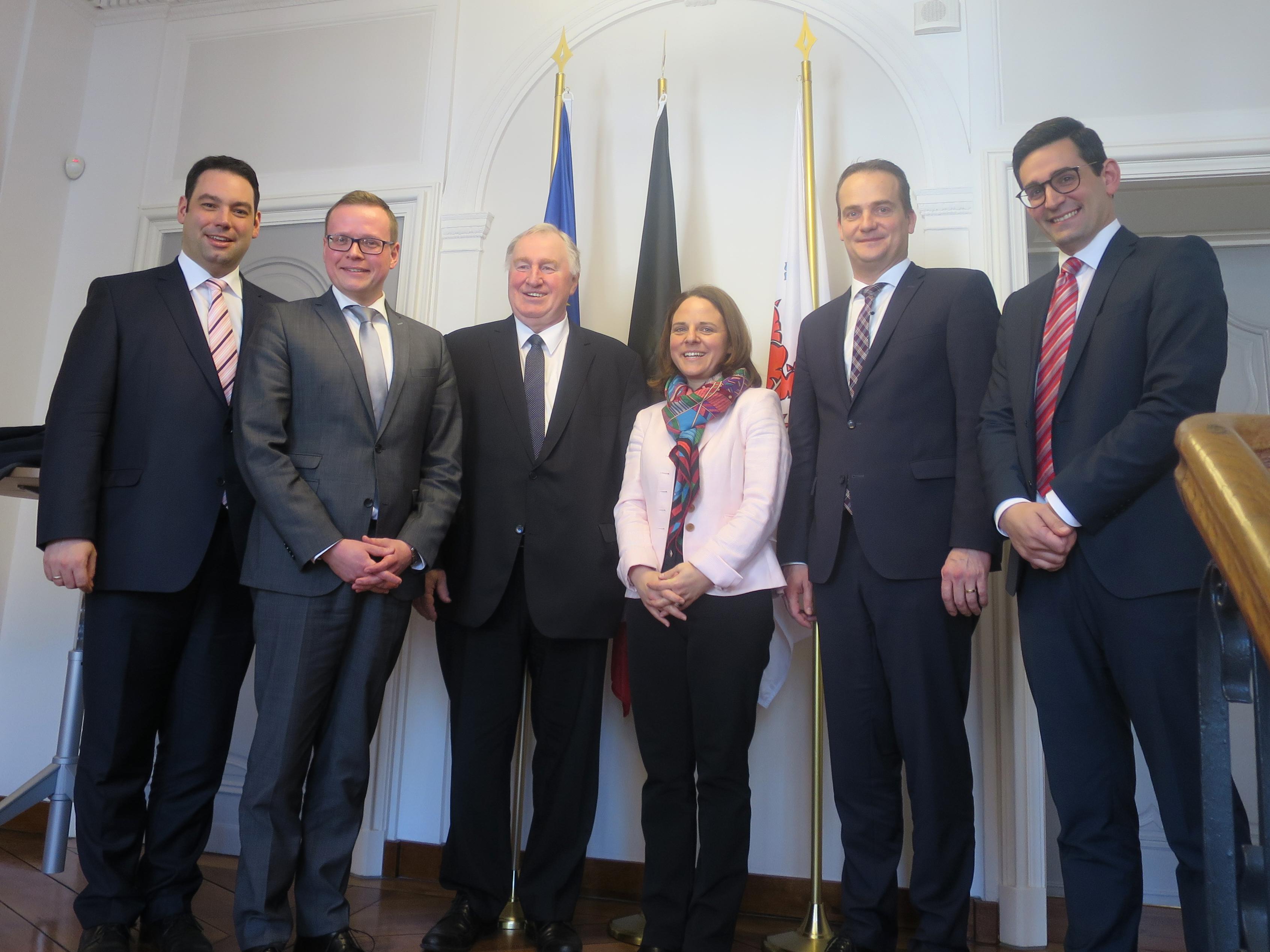 (v.l.n.r.) Harald Mollers ; Alexander Miesen ; Karl-Heinz Lambertz ; Corinne Cahen ; Oliver Paasch ; Antonios Antoniadis