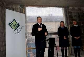 (de g. à dr.) Marc Hansen, ministre du Logement ; Lydie Polfer, bourgmestre de la Ville de Luxembourg ; Diane Dupont, présidente du Fonds du Logement