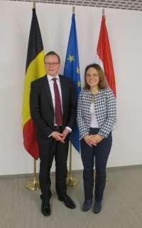 (de g. à dr.) Alexander Miesen, président du Parlement de la communauté germanophone de Belgique ; Corinne Cahen, ministre de la Famille et de l'Intégration